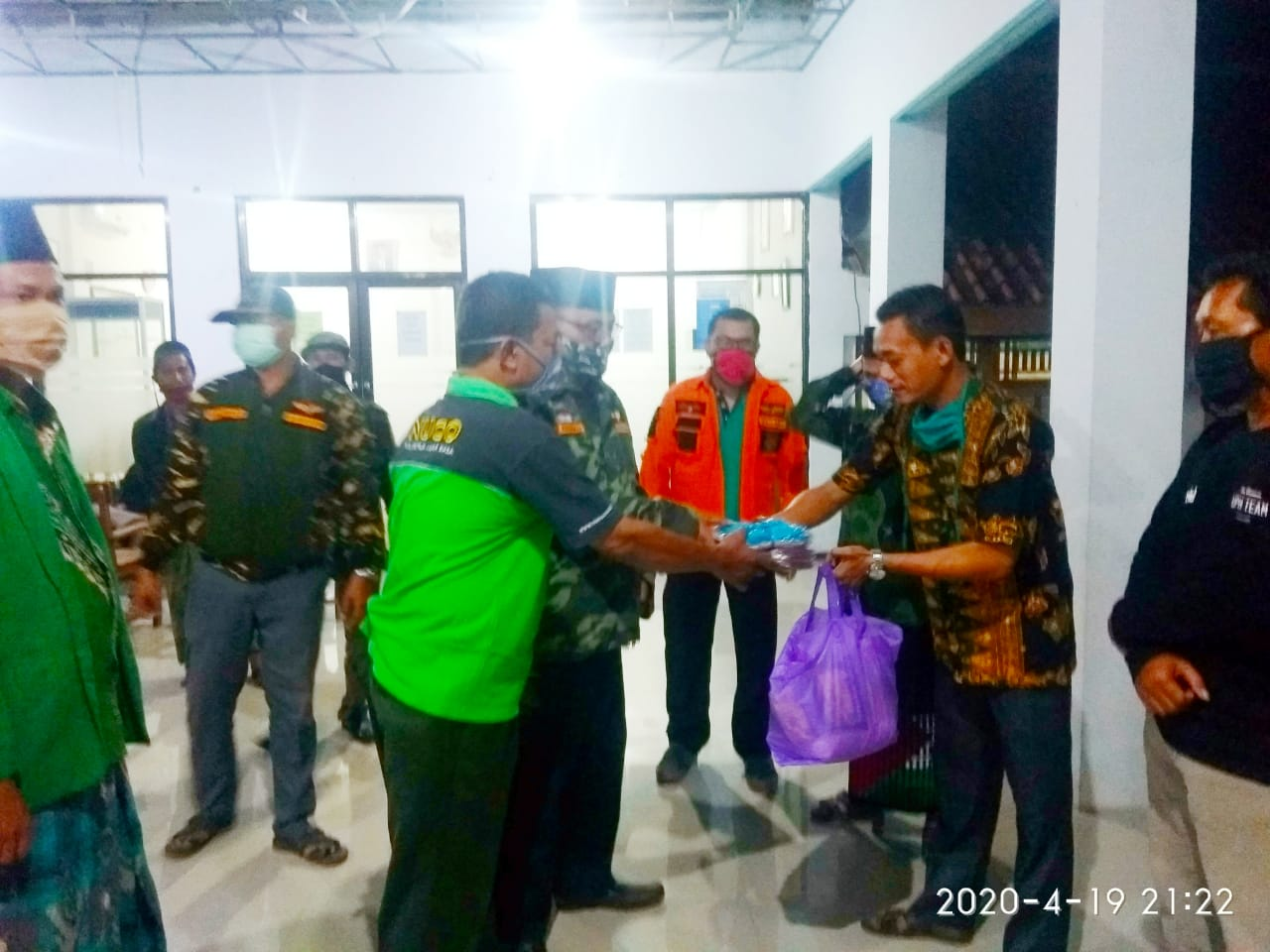 Bantuan PCNU Kabupaten Tegal Peduli Sasar Warga Isolasi Covid-19 Bumiharja, GP Ansor
