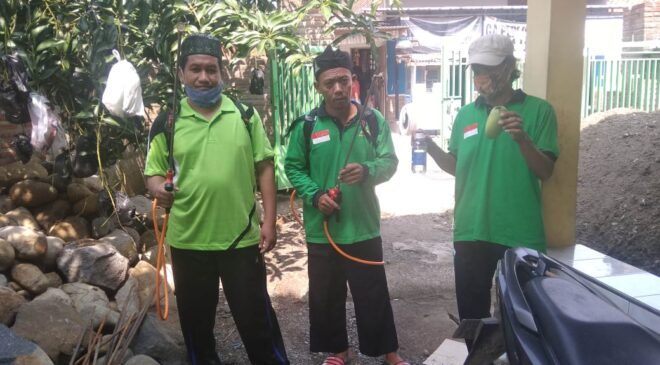 Giat Penyemprotan Disinfektan Ranting Pagedangan, GP Ansor