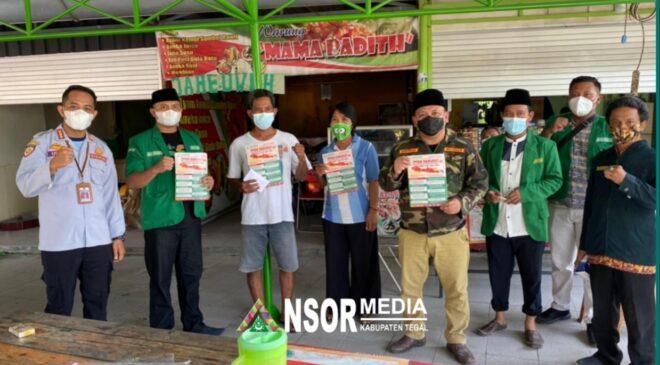 Ansor Berikan Bantuan Uang Tunai Pedagang Kecil Terdampak PPKM, GP Ansor